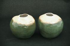 coquinhos para drinks. combinação de esmaltes verdes  brilhantes e beige com bordas. queima em forno elétrico a 1220C