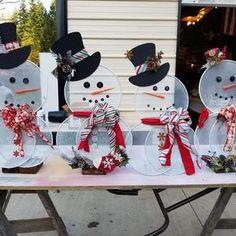 Gingerbread Christmas Decor, Dollar Tree Christmas, Christmas Crafts To Make, Candy Christmas Decorations, Christmas Wood, Christmas Projects, Holiday Crafts, Christmas Items, Burlap Door Decorations