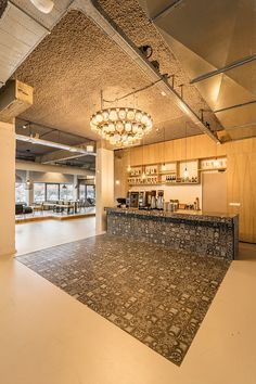 A seamless and tough elastic floor that is ideal for buildings that are used intensively and where wear-resistance is required. That is why the Durapur seamless resillient floor is often found in offices, schools, museums to hospitals and factory areas. The floor is a modern and lovely alternative to familiar floor coverings such as vinyl and linoleum, but then easier to maintain and repair.