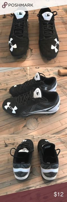 Under Armour men's size 8.5 baseball cleats Under Armour men's size 8.5 baseball cleats. Dirt included all the way from Texas...❤️ Under Armour Shoes Athletic Shoes