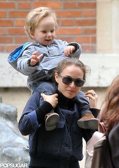 Natalie Portman and Aleph make an adorable Parisian pair
