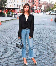Look com jeans + camisa preta.