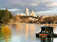 The Casa de Campo is the largest urban park situated west of central Madrid. Get there on the Teleferico de Madrid. Madrid Guide, Madrid Tours, Madrid Tourist Attractions, Travel Around The World, Around The Worlds, Romantic Breaks, Skyline, Urban Park, Spain Travel
