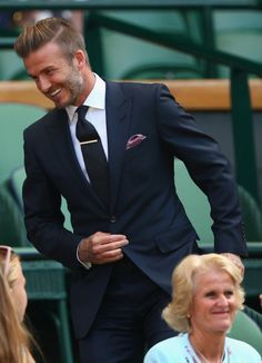Mens Fashion Hipster – The World of Mens Fashion Formal Chic, Men Formal, David Beckham Style, Suit Combinations, Mens Fashion Suits, Fashion Edgy, Mens Style Guide, Wedding Suits, Stylish Men