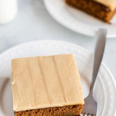 You'll love this Easy Caramel Icing recipe! It's made with basic pantry staples, takes around 10 minutes to make and beats store-bought frosting ANY day! Caramel Cake Icing, Chocolate Caramel Cake, Chocolate Frosting Recipes, Caramel Cakes, Cream Cheese Buttercream Frosting, Icing Frosting, Best Ever Chocolate Cake, Easy Icing Recipe, Baking Recipes