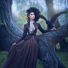 Красивая девушка с вороном 0022