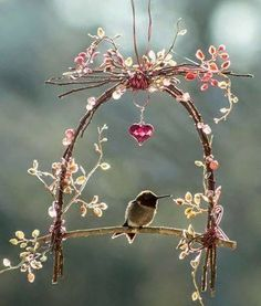 ❥ Bird swing *Something nice to hang outside your window. Be perfect in a little cottage garden, Adore :-)