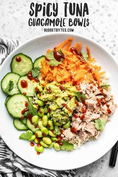 These super fresh and Spicy Tuna Guacamole bowls are packed with protein, fiber, and flavor. The perfect no-reheat meal prep lunch for summer! Budgetbytes.com #mealprep #lunchideas Heart Healthy Recipes, Healthy Dinner Recipes, Skinny Recipes, Healthy Salads, Healthy Eating, Caprese Chicken, Meal Recipes, Low Carb Recipes, Protein Foods