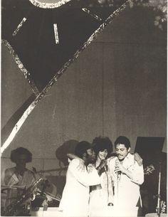 Show de Milton Nascimento, no maracanãzinho, no lançamento do álbum Geraes. O show contou com a participação especial de Chico Buarque e Simone.