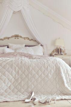 27 Best Ideas For Bedroom Shabby Chic Girls Girly Pretty Bedroom, Dream Bedroom, Home Bedroom, Bedroom Decor, Royal Bedroom, Bedroom Girls, Shabby Chic Bedrooms, Shabby Chic Furniture, Romantic Bedrooms