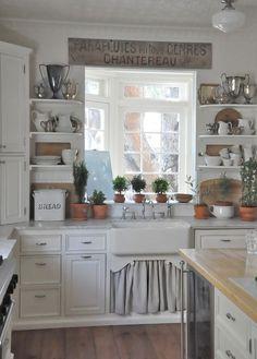 white-pitchers-vintage-wood-cutting-boa