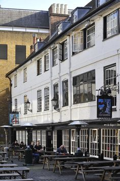 Another photo of the George Inn, it's rumoured that Shakespeare might have drunk here.