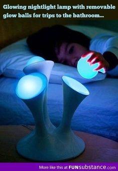 16. Lámpara de bolas removibles, perfecta para llevarte una mientras vas al baño a mitad de la noche.