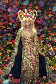 Beyonce Knowles Hymn For The Weekend, Divas, Beyonce And Jay Z, Tuxedo Dress, Beyonce Knowles, Queen B, Female Singers, Floral Crown, Evening Dresses