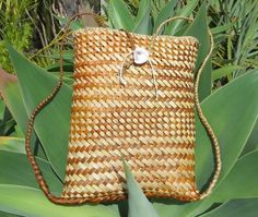 All Flax – Maori flax weaving Flax Weaving, Flax Flowers, Whale Tattoos, Bamboo Crafts, Bone Carving, Weaving Patterns, New Zealand, Straw Bag, Shells