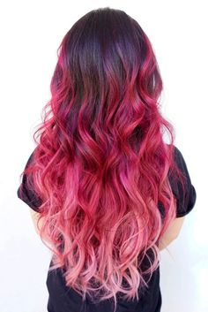Hair Color 2018 Ready for a drastic hair change: what about red hair? This color definitely makes a lasting impression and there are so many shades to choose from! Cute Hair Colors, Pretty Hair Color, Beautiful Hair Color, Hair Color Purple, Hair Dye Colors, Pink Ombre Hair, Dyed Hair Pastel, Pink Wig, Pastel Pink