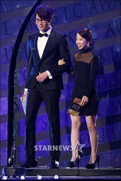 Seoul Music Awards - Choi Daniel and Park Bo Young Dressed To The Nines, Get Dressed, Choi Daniel, Park Bo Young, Seoul Music Awards, Korean Actors, Red Carpet, Celebrities, Gallery
