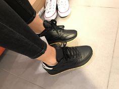 Le scarpe da ginnastica adidas originali zx 700