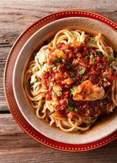 Crab Pasta Recipes, Zucchini Pasta Recipes, Spaghetti Recipes, Seafood Recipes, Crab Sauce Recipe, King Crab Recipe, Sauce Recipes, Crockpot Recipes, Crab Spaghetti