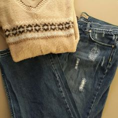 """Old Navy jeans Never worn, but no tags boycut old Navy jeans, low waist, inseam 31"""" Old Navy Jeans"""