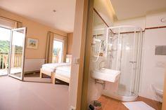 Das EISENBERG - Zimmerbeispiel im Haupthaus Hotels, Bathtub, Bathroom, Design, House, Standing Bath, Bath Room, Bath Tub, Bathrooms