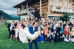 grouppicture wedding in the mountains of austria