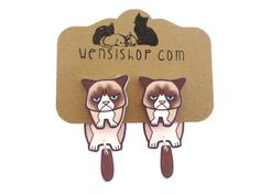 Grumpy Cat Inspired Cling Earrings by nerdgirlwensi on Etsy Shrink Paper, Shrink Plastic Jewelry, Shrink Art, Cat Crafts, Diy And Crafts, Biscuit, Ideias Diy, Shrinky Dinks, Cat Jewelry