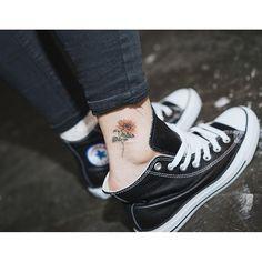 Tatto de girasol. Tobillo