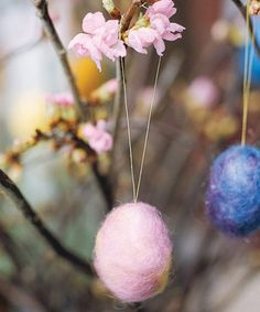Soft as a baby chick, these felted wool egg ornaments make fetching embellishments for a centerpiece or Easter tree fashioned from a cherry blossom branch. Pictured: hand-crafted felt eggs from Jill Cline Fiber Arts. Easy Crafts To Make, Easy Easter Crafts, How To Make Ornaments, Easter Ideas, Easter Projects, Easter Tree Decorations, Holiday Decorations, Diy Osterschmuck, Easter Egg Designs