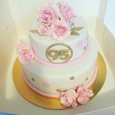 https://www.facebook.com/mkcakesandsweets/posts/111964233807069  #rosecake #95thbirthdaycake #goldcake