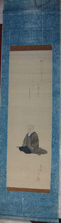 Monja – Nun. Es una rara pintura con el inusual tema de una monja shintoista sentada, mostrando en su rostro rasgos de la edad y quizá de su vida ascética.  Kakemono pintado sobre seda, con la barra de enrollar de madera lacada Urushi. Pintura seguramente de mediados del siglo XIX, quizá todavía en periodo Edo. Restaurada recientemente. El soporte posiblemente del periodo Showa tardío. Medidas totales: 170x45,5 cm. Medida de la pintura: 102,3x32,4 cm. Colección propia.