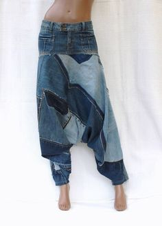 Cool Attitude Unisex Harem pants in patchwork of by DLFine Cool Attitude Unisex Haremshose im Patchwork von DLFine Artisanats Denim, Jean Diy, Denim Fashion, Fashion Outfits, Look Con Short, Mode Jeans, Denim Ideas, Denim Crafts, Recycle Jeans