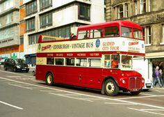 MUOVERSI PER EDIMBURGO Getting Around Edinburgh Tutto sui mezzi pubblici: autobus, linee notturne e tram. Biglietti, abbonamenti, RIDACARD,  #edimburgo #mezzipubbliciedimburgo #busedimburgo #tramedimburgo #bigliettiedimburgo #ridacardesimburgo #gettingaroundedinburgh #ridacardedinburgh #tramedinburgh #edinburgh2017