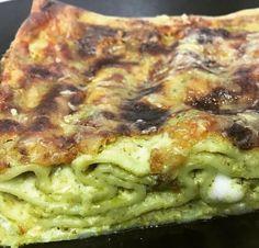 Lasagne con pesto alla genovese, asparagi e piselli, l'idea giusta per assaporare una pasta con asparagi cotti al forno. Che buona ricetta!
