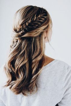 A fishtail braid woven into the half-up style. This would be such a gorgeous style for parties & celebrations!