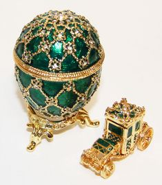 Fabergè Egg with Carriage Victorian Chair, Royal Crown Jewels, Faberge Eggs, Rough Diamond, Russian Art, Egg Decorating, Jewelry Box, Jewellery, Malachite