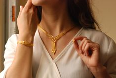Gold Temple Jewellery, Indian Wedding Jewelry, India Jewelry, Gold Jewellery Design, Gold Jewelry, Jewelry Rings, Pendant Set, Gold Pendant, Pendant Jewelry