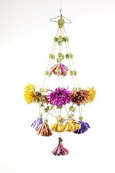 Tassel and pom pom pajaki Paper Chandelier, Flower Chandelier, Simple Chandelier, Mobile Chandelier, Chandeliers, Diy And Crafts, Arts And Crafts, Paper Crafts, Mobiles For Kids