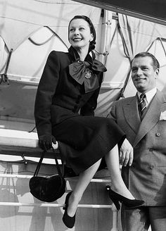 Vivien Leigh and Laurence Olivier arrive in New York, 1951.