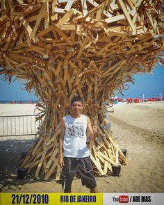 21/12/2010 COPACABANA BEACH RIO DE JANEIRO #copacabana #copacabanabeach #praiadecopacabana #rio2010 #rio2016olympics #cidademaravilhosa #riodejaneiro #brazil #america #beach #praia #tree #arvore #reciclagem #sustentabilidade #photography #fotografias #trips #viagens #viagem #turistando #travelgram #travel #adedias by ademerson_dias http://ift.tt/1TzK6pp