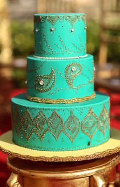 Turquoise and gold henna cake~a similar but even more ornate idea, in a different colour, graduation Pretty Cakes, Beautiful Cakes, Amazing Cakes, Indian Cake, Indian Wedding Cakes, Cupcakes, Cupcake Cakes, Unique Cakes, Creative Cakes