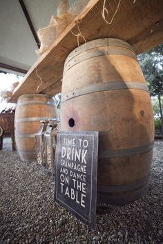 Barrels table at Castello Vicchiomaggio. Country style wedding.