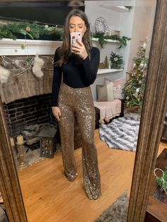 Holiday Style Inspiration christmas outfit idea how to style sequin pants gold sequin pants outfit sequin pants holiday outfit idea casual holiday outfit holiday style Source by chicandcheaplifestyles outfit ideas Casual Holiday Outfits, Nye Outfits, New Years Eve Outfits, Fashion Outfits, Concert Outfits, Holiday Fashion, Holiday Style, Gold Sequin Pants, Harry Styles Concert