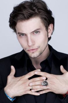 Jackson Rathbone// Jasper Giess is a member of D.A, he is one of the men who takes the people underground when they get caught. He is ruthless Jasper Twilight, Twilight Saga, Twilight Story, Beautiful Boys, Gorgeous Men, Beautiful People, Alice And Jasper, Jackson Rathbone, Hot Vampires