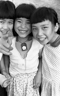 夏休み3. Smiling Japanese girls. 1957.