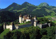 Photographs of Castles and Manor Houses around the World Castle Ruins, Medieval Castle, Funchal, Beautiful Castles, Beautiful Buildings, Palaces, Canton De Fribourg, Bodiam Castle, Castle Parts