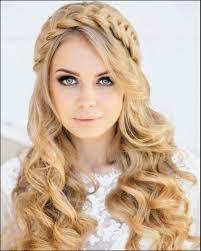 mujer-rubia-con-peinado