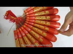 Watch how the Hongbao Paper Fan (红包 紙扇) Ornament is made. For more of Chinese New Year craft tutorials please follow the link below:- http://www.youtube.com/watch?v=581o9Q7G8Bs=PLBCB1AAF175270E1C=plpp_play_all E N J O Y :-)