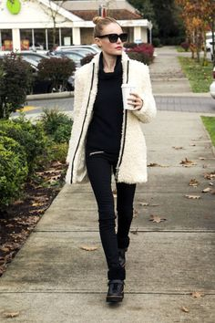 10 chic outfit ideas to stay warm in style this winter.