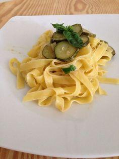 Tagliatelle con zucchine trifolate
